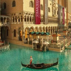 gondola rides - The Venetian Las Vegas - Luxury Las Vegas Honeymoon Packages