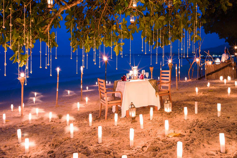 8 Top Candle Lit Beach Dinner Spots Honeymoon Dreams