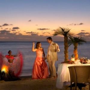 dining on beach-sugar beach resort-luxury mauritus honeymoon packages