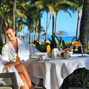 dining on beachx2-sugar beach resort-luxury mauritus honeymoon packages
