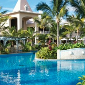 main swimming pool-sugar beach resort-luxury mauritus honeymoon packages