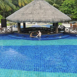 Bandos Maldives - Luxury Maldives honeymoon packages - pool bar
