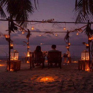 Bandos Maldives - Luxury Maldives honeymoon packages - romantic beach dining