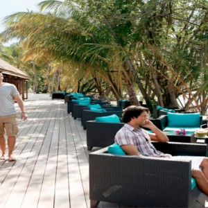 Vilamendhoo Island resort and spa - Luxury Maldives Honeymoon Packages - Bonthi bar
