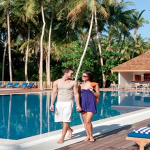 Vilamendhoo Island resort and spa - Luxury Maldives Honeymoon Packages - bar pool