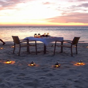 Vilamendhoo Island resort and spa - Luxury Maldives Honeymoon Packages - romantic dining on the beach