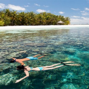 Vilamendhoo Island resort and spa - Luxury Maldives Honeymoon Packages - snorkelling