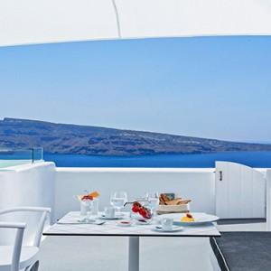 Charisma Suites Santorini - Luxury Greece Honeymoon packages - Honeymoon jacuzzi suite with caldera view7