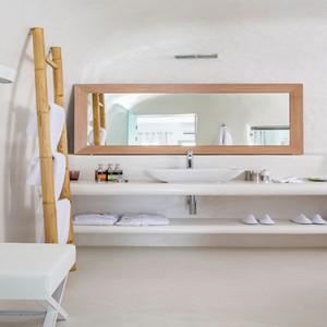 Charisma Suites Santorini - Luxury Greece Honeymoon packages - Honeymoon jacuzzi suite with caldera view8