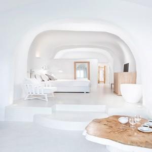 Charisma Suites Santorini - Luxury Greece Honeymoon packages - Senior suites room