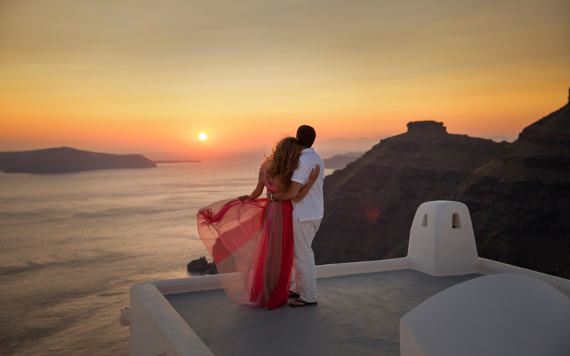 santorini photos - 10 reasons to minimoon in Santorini - Luxury Santorini Honeymoon Packages