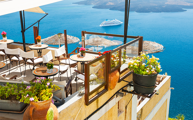 santorini restaurants - 10 reasons to minimoon in Santorini - Luxury Santorini Honeymoon Packages