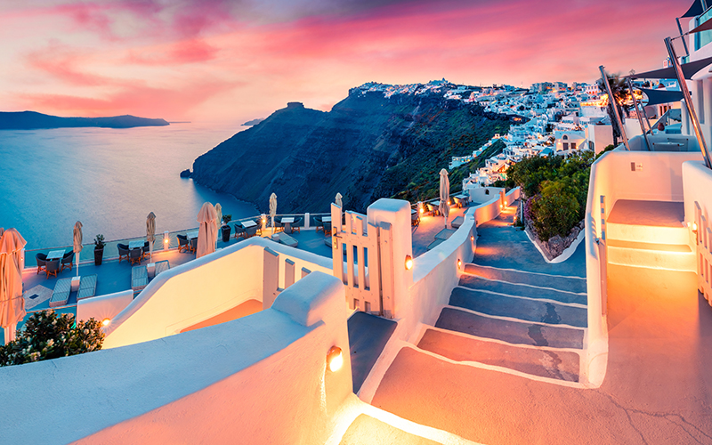 santorini sunsets - 10 reasons to minimoon in Santorini - Luxury Santorini Honeymoon Packages