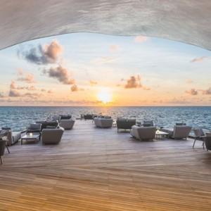 the whale bar - st regis maldives vommuli - luxury maldives holidays