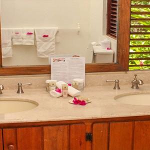 Southfield Estate Resort - Luxury St Lucia honeymoon Packages - One bedroom villa with hillside ocean view bathroom