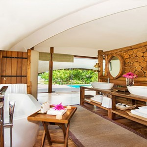 Uga Chena Huts Yala - Luxury Sri Lanka Honeymoon packages - cabin bathroom