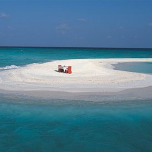 Angsana Ihuru Island - Luxury Maldives Honeymoon Packages - sandbank dining