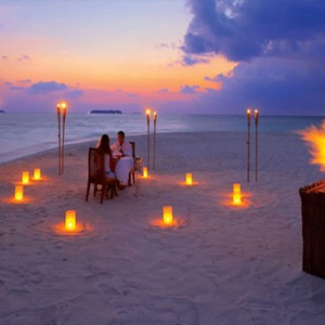 Angsana Ihuru Island - Luxury Maldives Honeymoon Packages - sandbank dining1