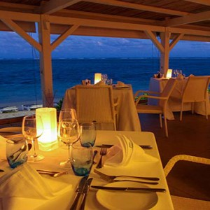 Astroea beach - Luxury Mauritius Honeymoon Packages - Etolie de mer restaurant at night