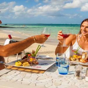 Astroea beach - Luxury Mauritius Honeymoon Packages - Etolie de mer restaurant couple dining