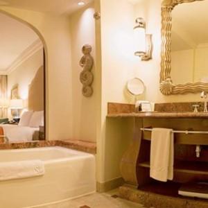 Palm-Beach-Deluxe-Room-4-Atlantis-The-Palm-dubai-Luxury-dubai-honeymoon-packages