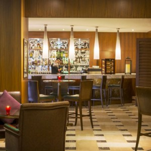 Plantation the bar - sofitel dubai jumeirah beach - luxury dubai honeymoon packages