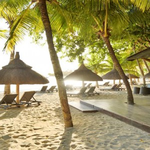 The Ravenala Attitude - Luxury mauritius honeymoon packages - beach bar