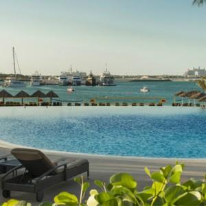 infinity pool 2 - Le Meridien Mina seyahi - Luxury dubai Honeymoon Packages