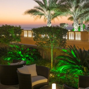 lounge - sofitel dubai jumeirah beach - luxury dubai honeymoon packages