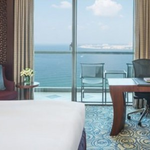 luxury club - sofitel dubai jumeirah beach - luxury dubai honeymoon