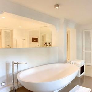 Luxury Mauritius Honeymoon Packages - Lux* Belle Mare - Honeymoon suite bathroom2
