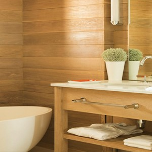 Luxury Mauritius Honeymoon Packages - Lux* Belle Mare - Pool-view Junior suite bathroom