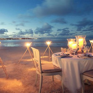 Luxury Mauritius Honeymoon Packages - Lux* Belle Mare - dining on the beach