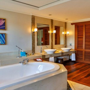 Maradiva Villas Resort & Spa - Luxury Mauritius Honeymoon Packages - Beach Front Luxury Suite Pool Villas bathroom
