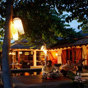 Maradiva Villas Resort & Spa - Luxury Mauritius Honeymoon Packages - Cilantro restaurant musician playing
