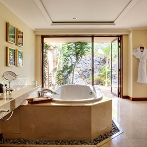 Maradiva Villas Resort & Spa - Luxury Mauritius Honeymoon Packages - Luxury Suite Pool Villas bathroom