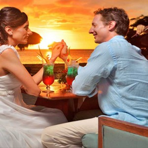 Maradiva Villas Resort & Spa - Luxury Mauritius Honeymoon Packages - wedding cocktails