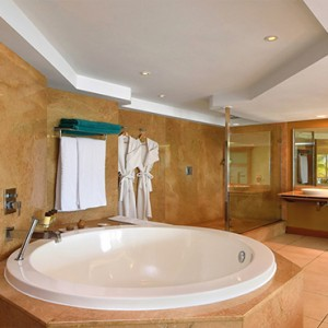 Mauritius Honeymoon Packages Shandrani Beachcomber Resort & Spa Senior Suite Bathroom