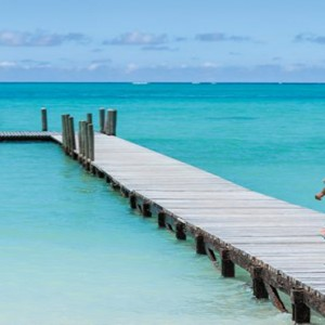Mauritius Honeymoon Packages Shangri La's Le Touessrok Resort And Spa Couple On Jetty