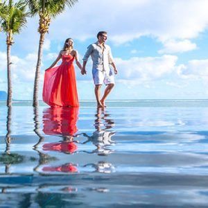 Mauritius Honeymoon Packages Maradiva Villas Resort & Spa Couple By Infinity Pool