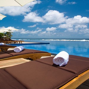 Atmosphere Kanifushi - Luxury Maldives Honeymoon Packages - Sun loungers