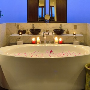 Atmosphere Kanifushi - Luxury Maldives Honeymoon Packages - Sunset Pool Villa bathroom