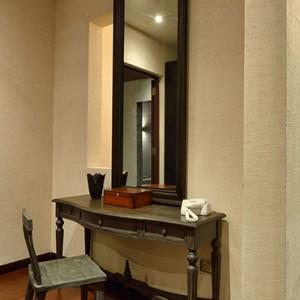 Atmosphere Kanifushi - Luxury Maldives Honeymoon Packages - Sunset Pool Villa dressing area