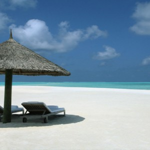 COMO Cocoa island - Luxury Maldives Honeymoon Packages - Beach chairs