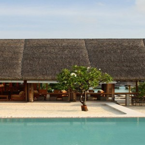 COMO Cocoa island - Luxury Maldives Honeymoon Packages - Faru bar and pool crop