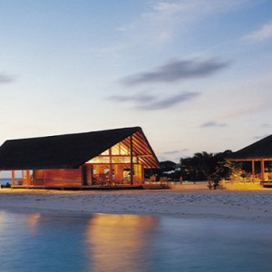 COMO Cocoa island - Luxury Maldives Honeymoon Packages - Faru bar and ufaa restaurant evening