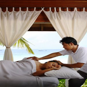 COMO Cocoa island - Luxury Maldives Honeymoon Packages - spa massage