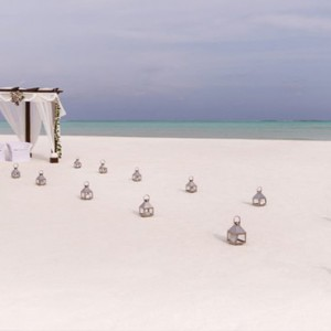 COMO Cocoa island - Luxury Maldives Honeymoon Packages - wedding blessing on sandbank