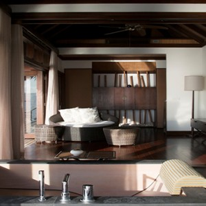 Coco Bodu Hithi - Luxury Maldives Honeymoon Packages - Escape Water Villa bathroom