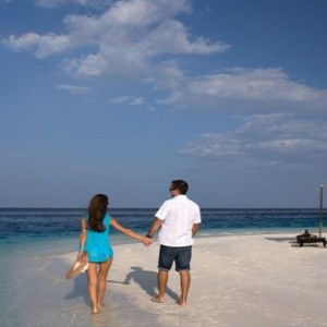 Coco Bodu Hithi - Luxury Maldives Honeymoon Packages - Sandbank picnic